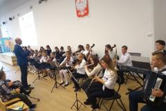występ orkiestry ze szkoły muzycznej